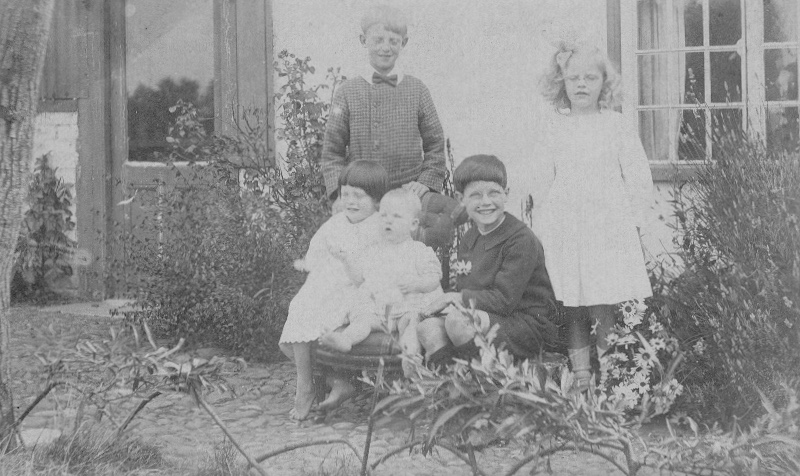 1920 giblins outside pleasant cottage