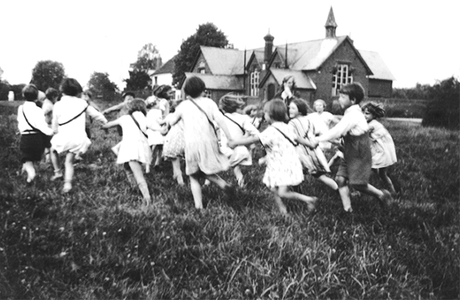 henham schoolchildren playing games